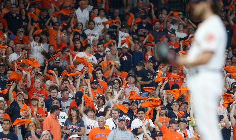 BP en español: No más multitudes en el béisbol
