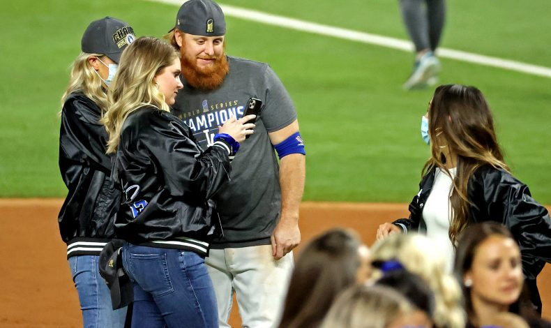 Justin Turner and the Dodgers Remind You of Their Priorities